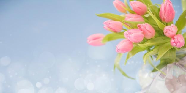 Весенний фон с тюльпанами. открытка на день матери, 8 марта, пасха