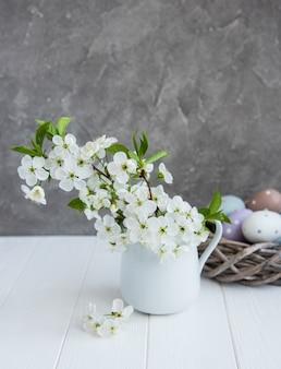 春の花とイースターエッグ