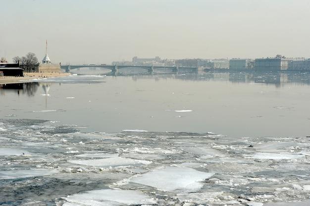 Spring break on the neva. view of the trinity bridge in st. petersburg, russia