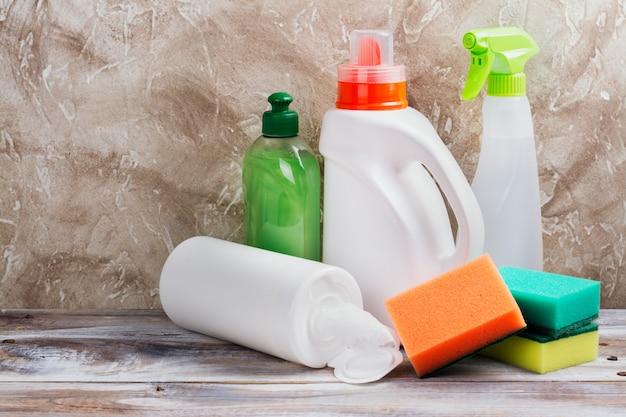 Весенняя уборка дома. набор чистящих средств