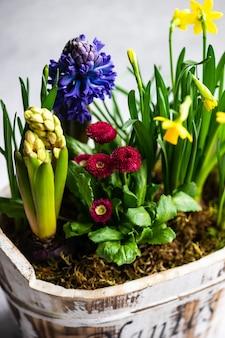 Весенняя цветочная композиция для интерьера