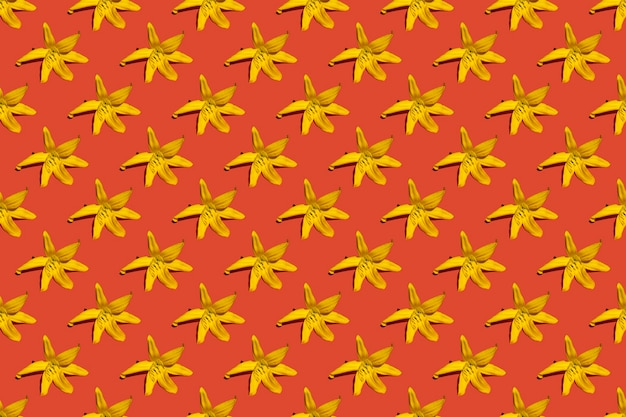 봄 꽃 원활한 꽃 패턴입니다. 빨간색 배경에 노란색 백합