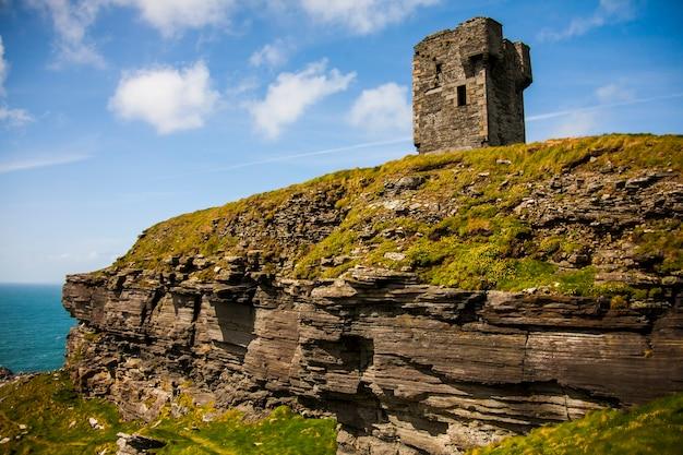 Moher aillte는 mhothair, 아일랜드의 절벽에서 봄 풍경.