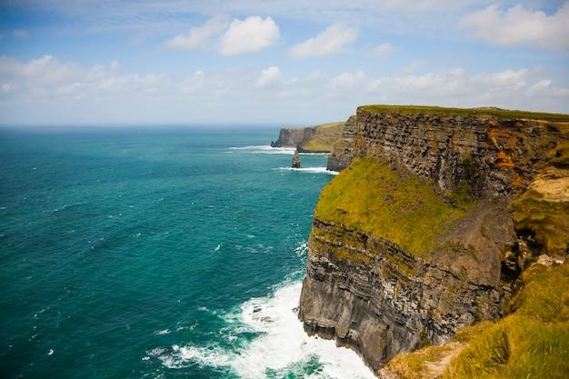 Moher 절벽 (aillte an mhothair), 아일랜드에서 봄 풍경.