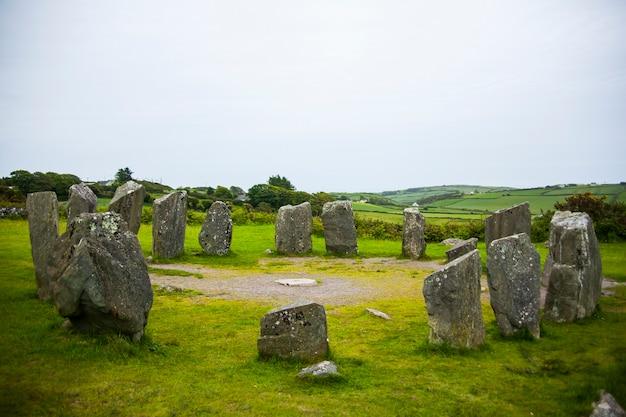 아일랜드의 drombeg 거석에서 봄 풍경입니다.