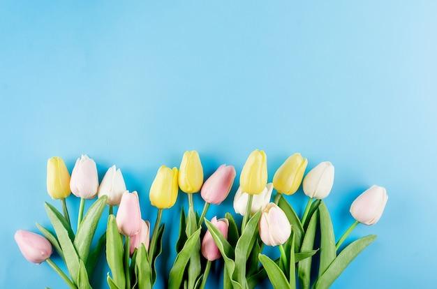 チューリップの花束と春や休日のコンセプト