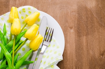イースターや母の日の春のテーブルセッティング