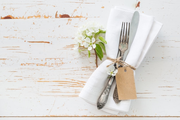 Spring table setting with white flowers