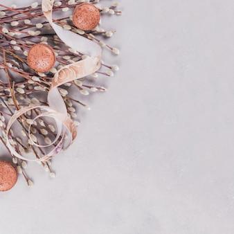 ネコヤナギの小枝がたくさんある春の表面