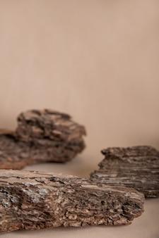 Кора ели и сосны изолированы