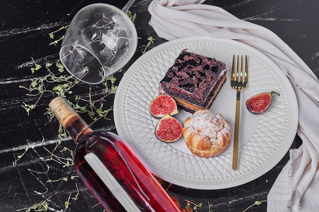 A square slice of chocolate cheesecake with wine.
