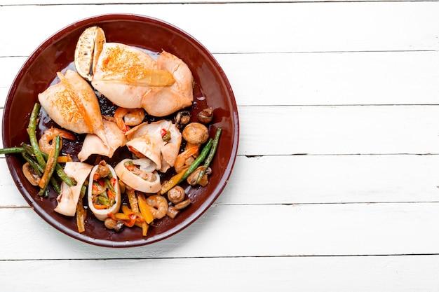 Начинка из кальмаров с овощами