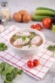 Суп из кальмаров, фаршированный свининой