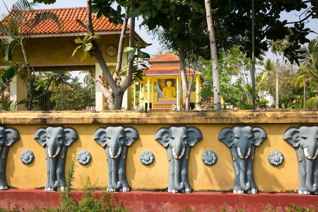 スリランカのアトラクション、古い仏寺院