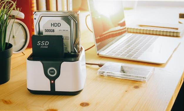 Ssdおよびラップトップ、sata 6 gb接続のソリッドステートドライブ