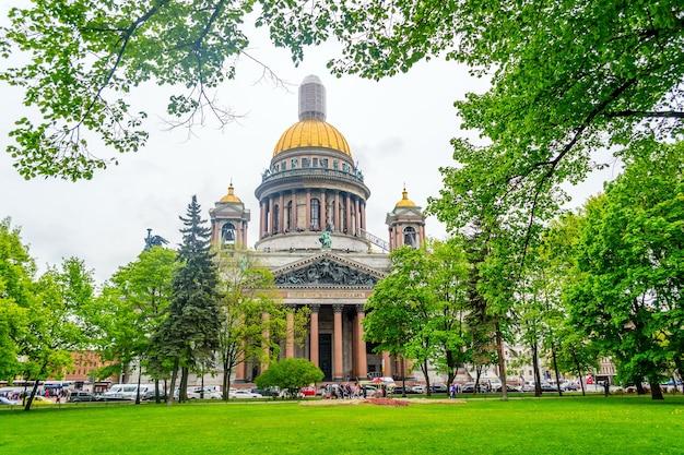 ロシア、サンクトペテルブルクの晴れた日の聖イサアク大聖堂。