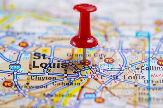 Сент-луис, дорожная карта с красной канцелярской кнопкой, город в соединенных штатах америки сша.