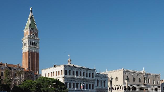 베니스의 산마르코 분지에서 본 산마르코 광장