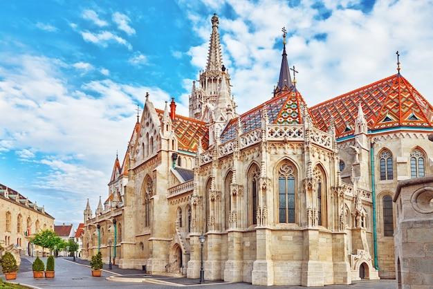 Церковь святого матьяша в будапеште. один из главных храмов венгрии.
