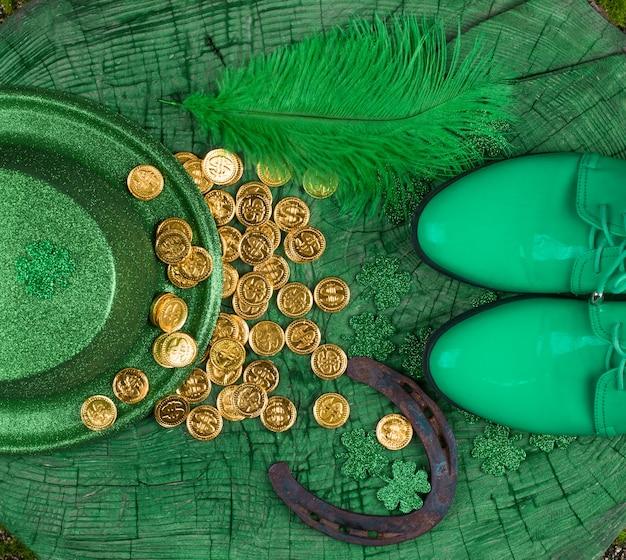 성 패트릭의 날 녹색 나무 배경