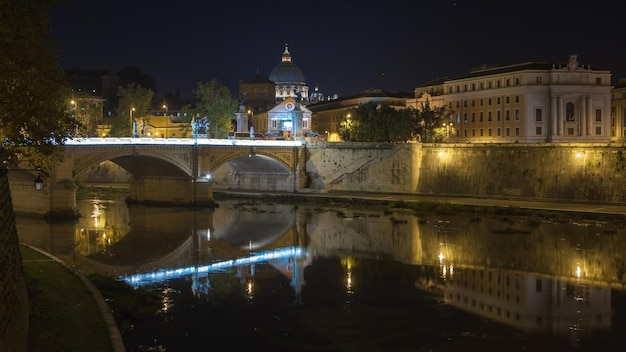 サンピエトロ大聖堂、美しい夜のサンタンジェロ橋