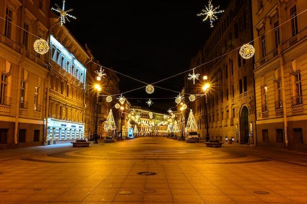 サンクトペテルブルクの新年のクリスマスツリーbolshayamorskaya street
