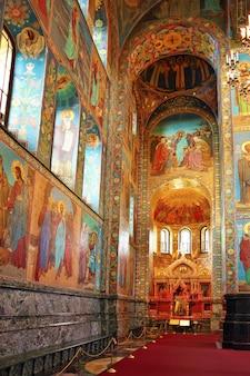 St. санкт-петербург, россия - 29 июня: интерьер церкви спасителя на крови. снимок сделан в санкт-петербурге, внутри храма спаса на крови 29 июня 2012 года.