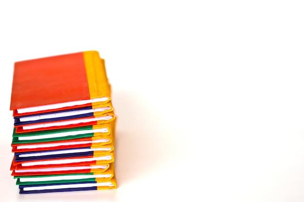 Pila di notebook colorato