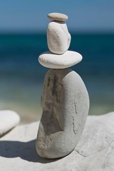 ビーチの石のスタック