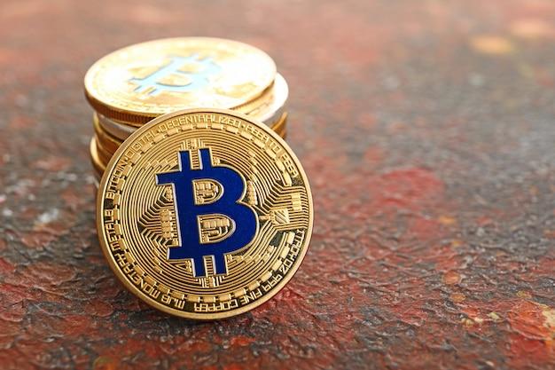 グランジ表面のビットコインのスタック