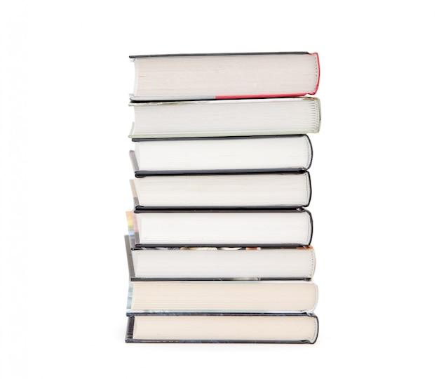 白い背景で隔離の書籍のスタック