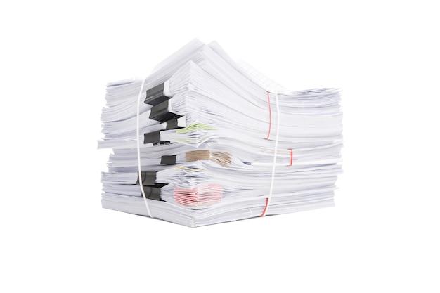 Стек деловых бумаг, изолированные на белом фоне