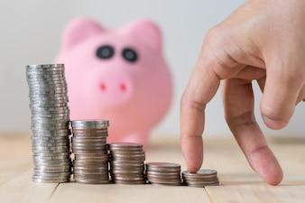 コインと貯金、貯蓄と投資の概念のスタック