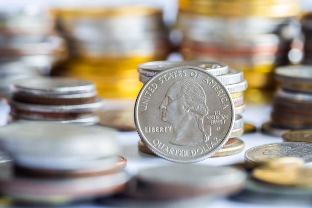 동전 주식 시장 financail 데이터 배경의 스택입니다.