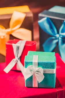 다채로운 선물 상자 스택