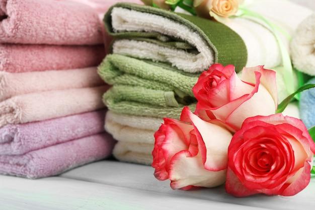 다채로운 수건 클로즈업의 스택