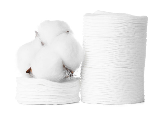 목화 패드와 목화 꽃 흰색 절연의 스택