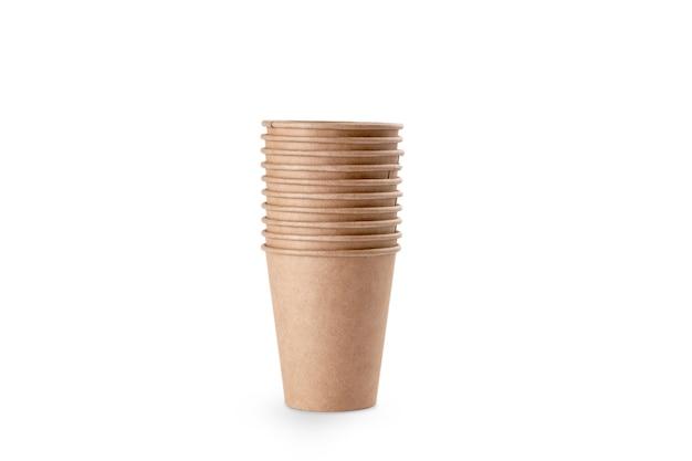 Стопка крафт-бумаги для чашек для кофе. экологичная чашка на вынос. фото высокого качества