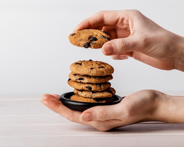 おいしいクッキーのスタックがクローズアップ