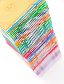 Стек дисков, изолированных на белом фоне