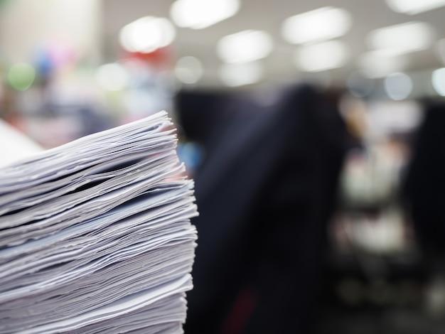 비즈니스 개념 테이블에 문서의 스택