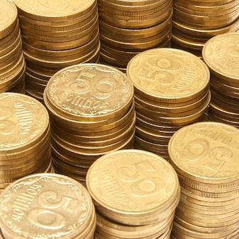 分離された黄金のコインのスタック
