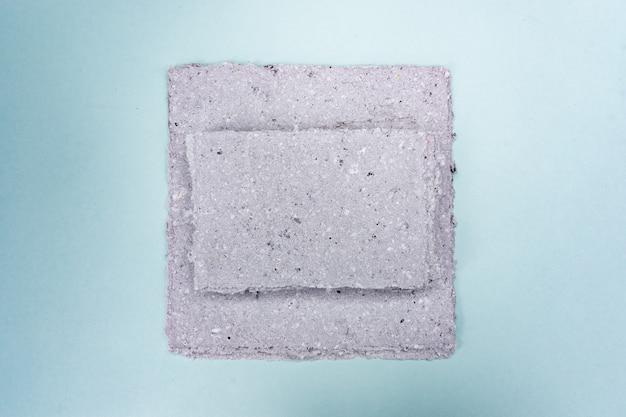 手漉き紙のスタック。古紙のリサイクル。