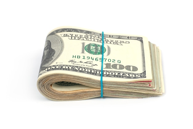Стек денег наличными долларов сша изолированы