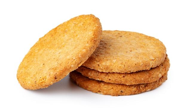 白で隔離されるオート麦クッキーのスタック