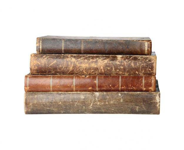 Стопка старых книг в стеках изолированы