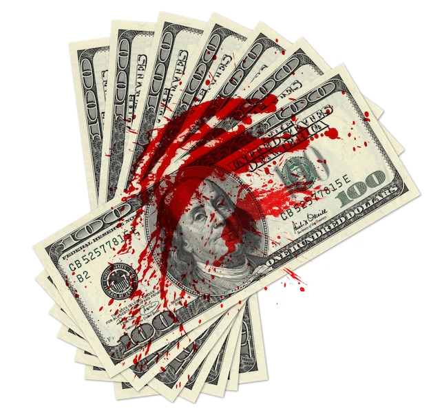 핏자국이 있는 100달러 지폐 더미