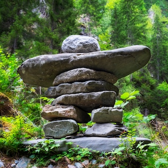フランス、アルプスの岩のスタック