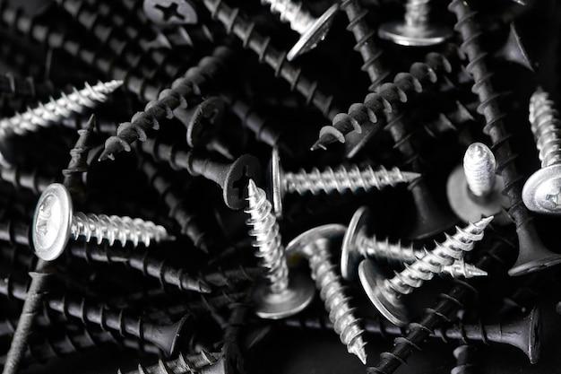 셀프 태핑 나사 스택. 전문 도구, 빌더 장비, 패스너, 고정 도구