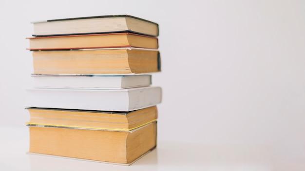 두꺼운 책의 스택 무료 사진